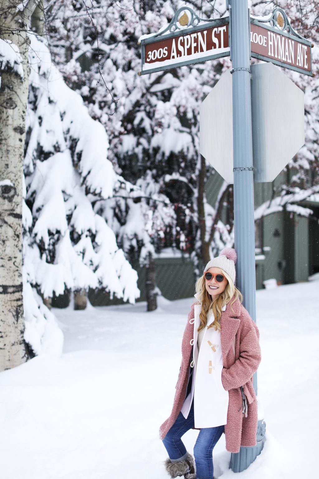 aspen-cute-outfit-streets-snow-holiday-outfit-ideas-what-to-wear